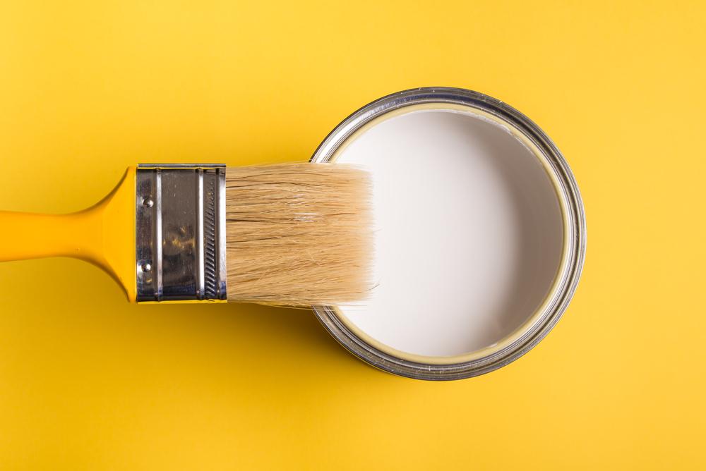 étiquettes des pots de peinture